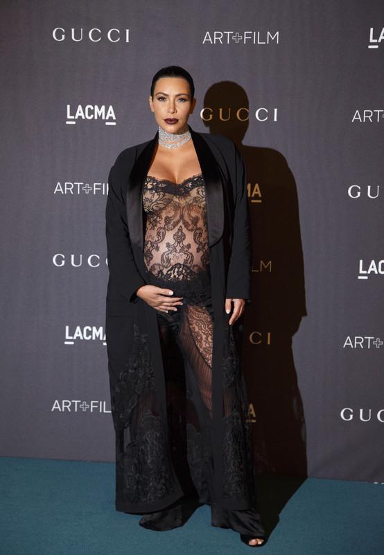 Ким Кардашьян оголилась на вечеринке в Лос-Анджелесе: обнаженные фото звезды взорвали сеть в 2019 году