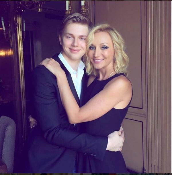 сын с мамой 18