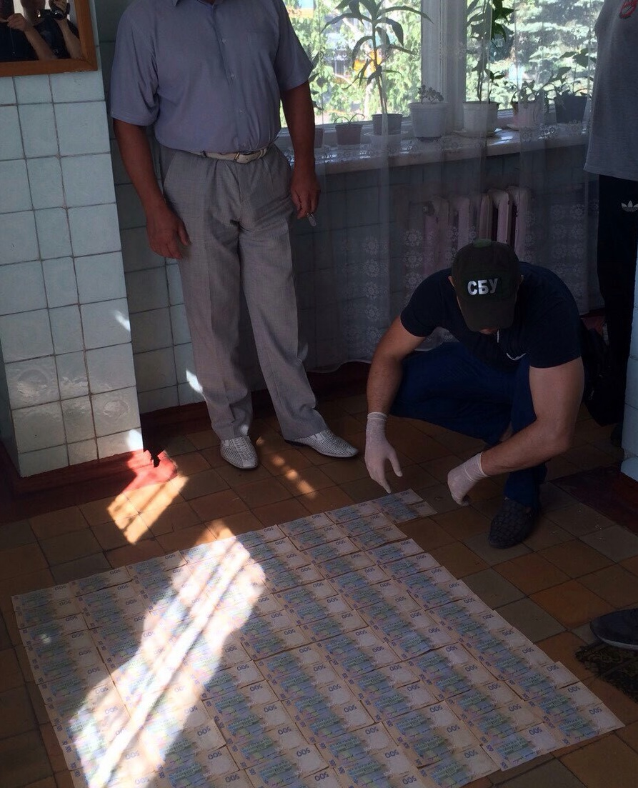 Главный доктор городской клиники вДонецкой области добивался 50 000 грн взятки