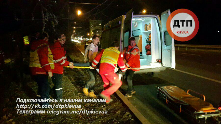 Встолице автомобиль влетел взоопарк, погибла девушка-пассажир