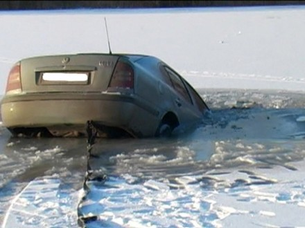 ВХерсоне отыскали затонувшую машину с 2-мя телами внутри