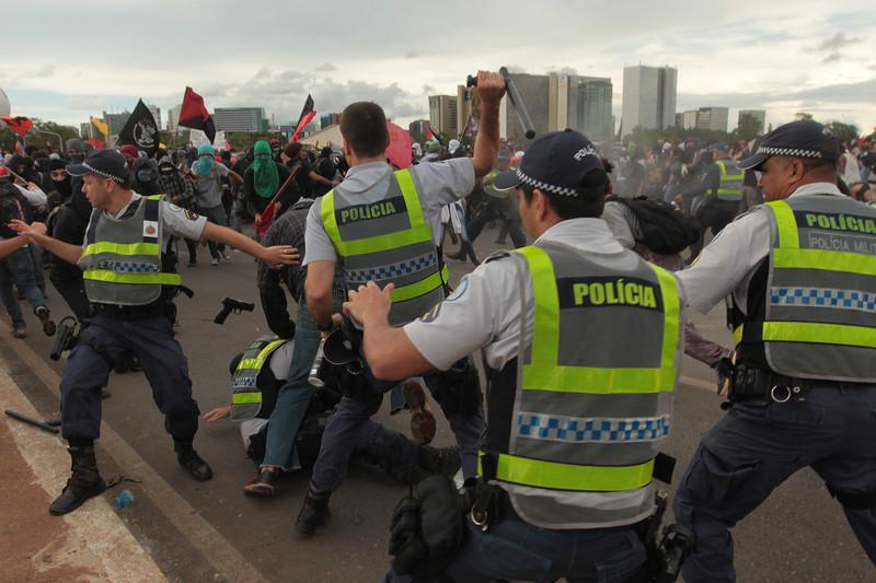 ВБразилии массовые протесты охватили десятки штатов