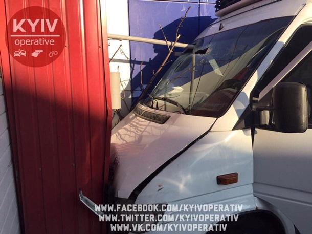 ВКиевской обл. автобус влетел вдерево: пострадали 6 человек
