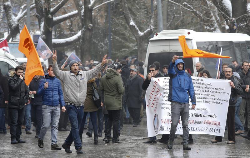 Турецкая милиция разогнала митинг против поправок кконституции