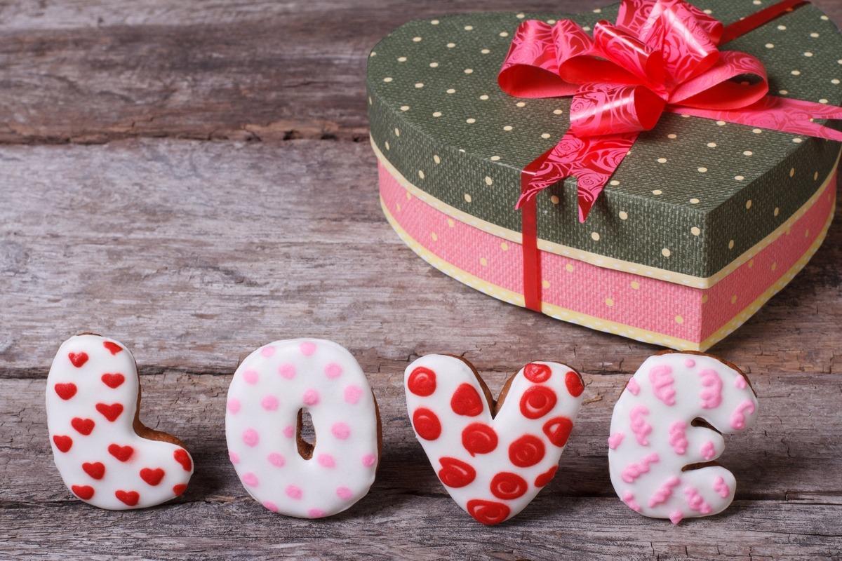 14 февраля день святого валентина самий хороший подарок розы где купить черенки