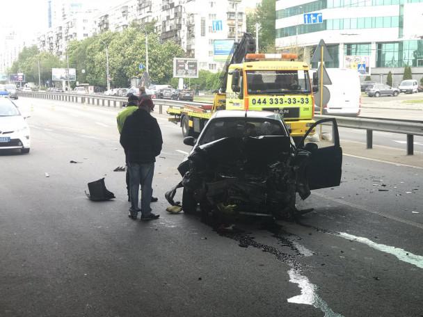 Серьезная авария вКиеве: вДТП попало три авто