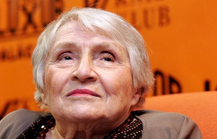 На96-м году жизни скончалась  автор серии романов обАнжелике Анн Голон