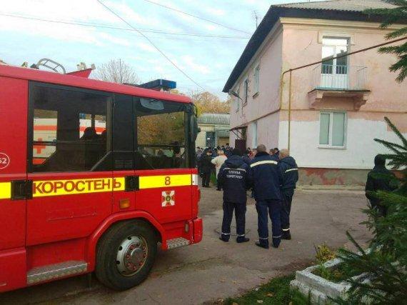 ВКоростене 60 спасателей транспортировали женщину весом 370кг