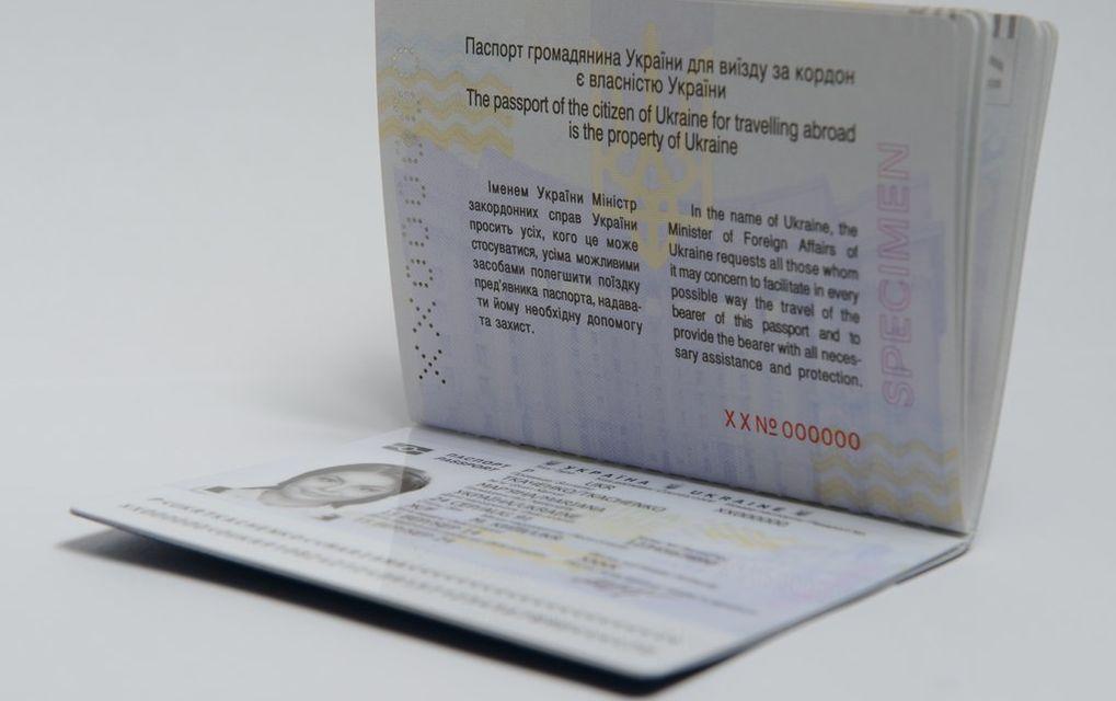 Как получить загранпаспорт в Украине инструкция для переселенцев   свидетельство о рождении или браке пропуск на работу сертификат о внешнем независимом оценивании диплом о высшем или даже среднем образовании