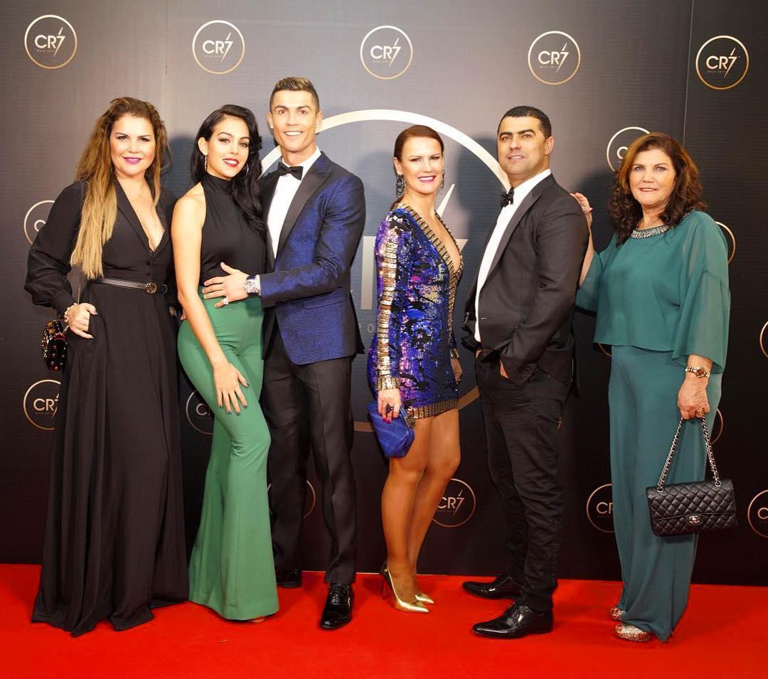 Лучшие в минувшем году: Роналду иЗидан получили награды Globe Soccer Awards