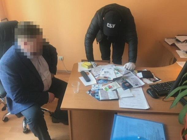 Начальника миграционной службы на Днепропетровщине задержали на взятке