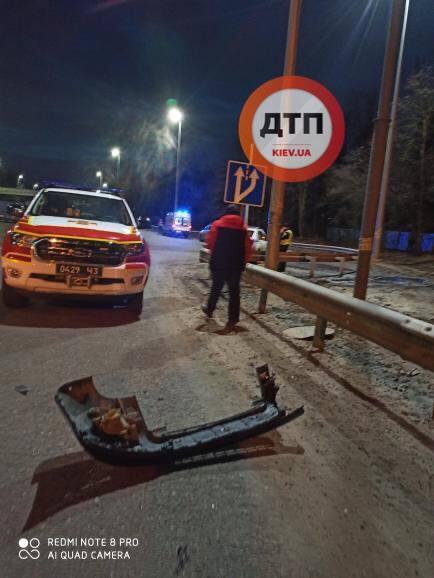 Под Киевом пьяный водитель уснул и влетел под фуру
