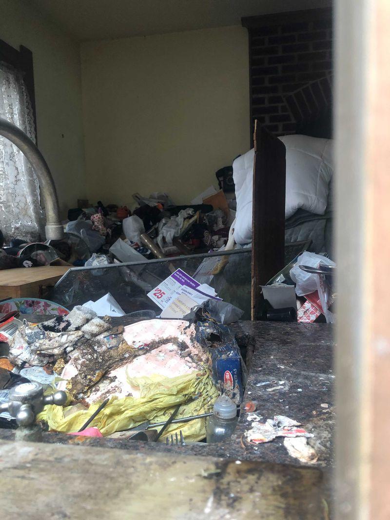 """Мумифицированное тело пропавшей без вести лауреатки премии """"Эмми"""" нашли под завалами мусора у нее дома"""
