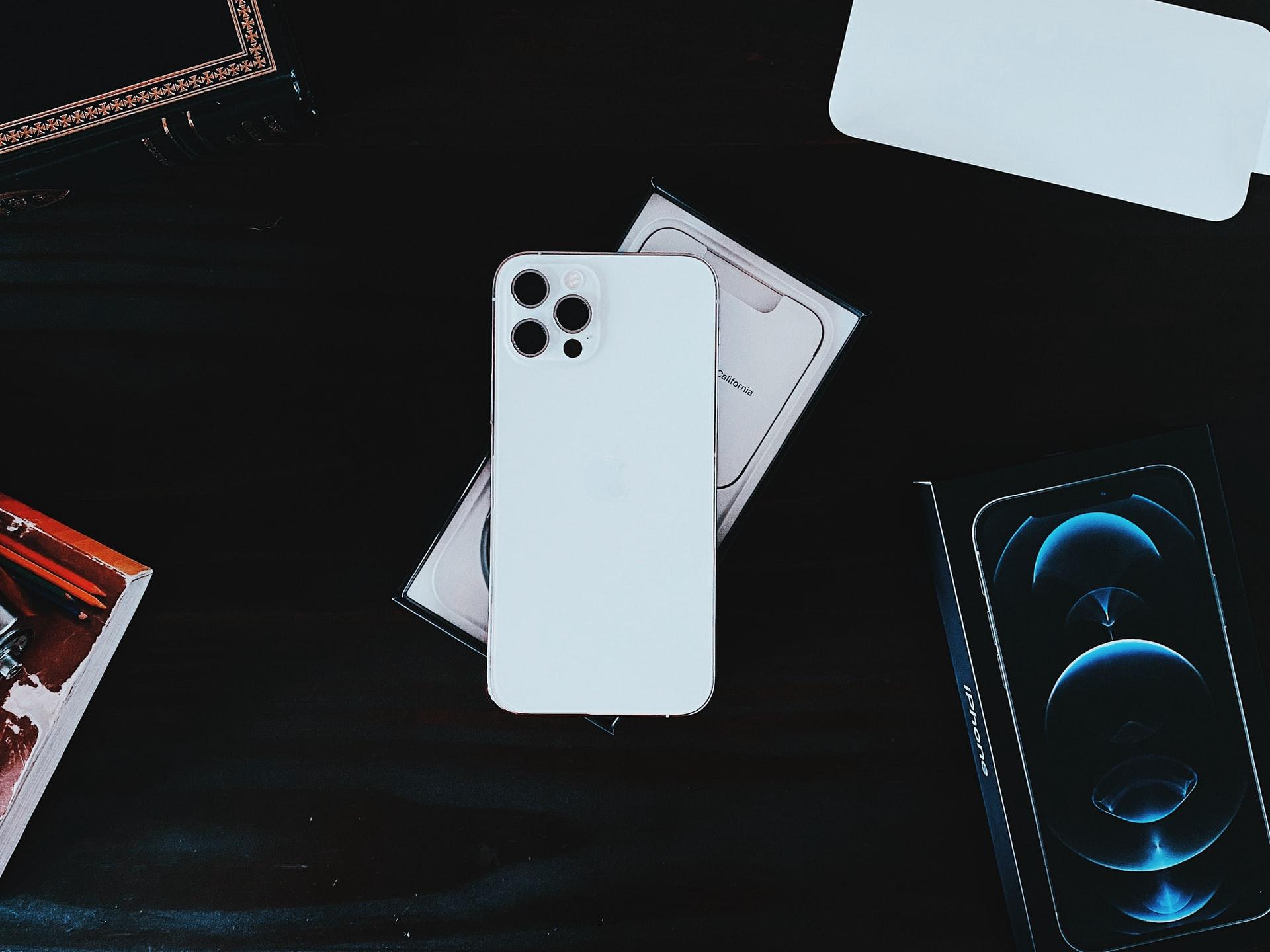 Apple iPhone 12 Pro Max - самый выгодный смартфон 2021 года