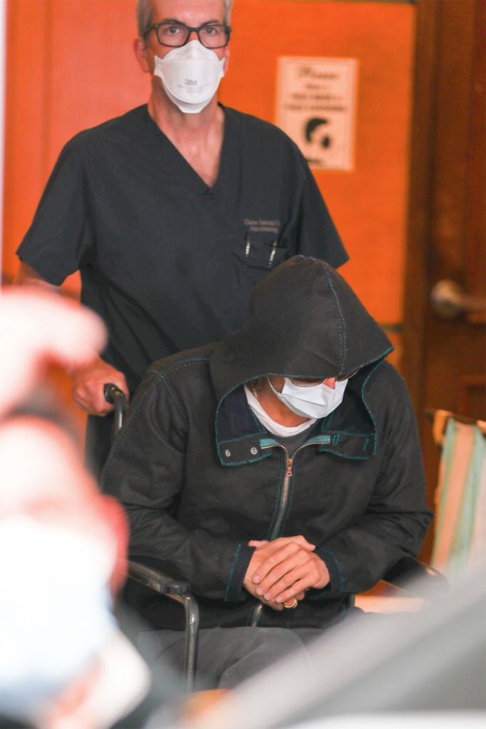 Брэд Питт покинул больницу в инвалидной коляске