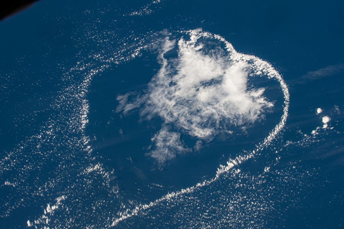Сердцевидная форма облаков