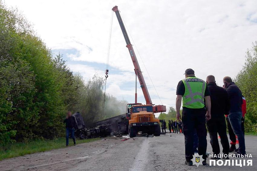 Тройное ДТП под Хмельницким: в огне погибли четыре человека