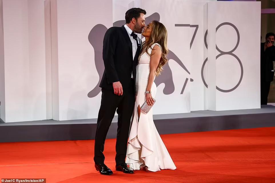 Дженнифер Лопес и Бен Аффлек вместе появились на красной дорожке Венецианского кинофестиваля