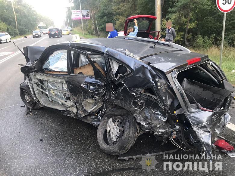 В Киеве столкнулись сразу восемь автомобилей
