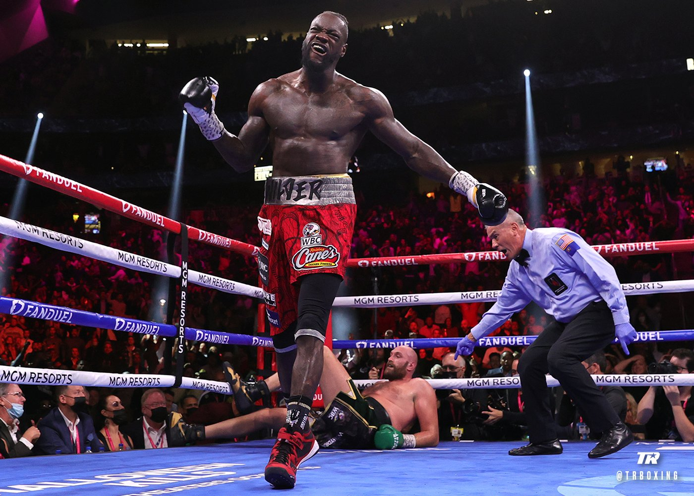 Тайсон Фьюри нокаутировал Уайлдера и защитил титул чемпиона по версии WBC