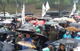 На митинг пришло около 200 человек