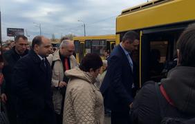 Автобус нового маршрута был переполнен. Фото пресс-служба УДАР