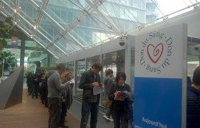 В Париже образовалась очередь в центр по сбору крови. Twitter/camille_neveux