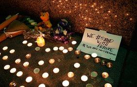 Мир скорбит по жертвам терактов в Париже