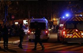 Полиция штурмует квартиру на севере Парижа