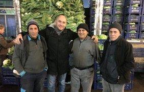 Турецкие продавцы не боятся санкций России. Фото Романа Бочкалы