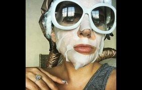 Певица Леди Гага проходит косметические процедуры, 21 мая