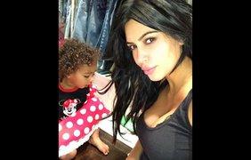 Звезда реалити-шоу Ким Кардашян со своей дочерью Норт, 28 сентября