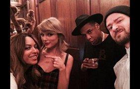 Слева направо: певица Бейонсе, певица Тейлор Свифт, рэпер Jay Z и певец Джастин Тимберлейк. Тейлор Свифт опубликовала это селфи в своём Твиттере 31 января