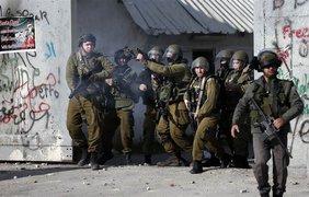Санта-Клаусы из Палестины подрались с военными Израиля