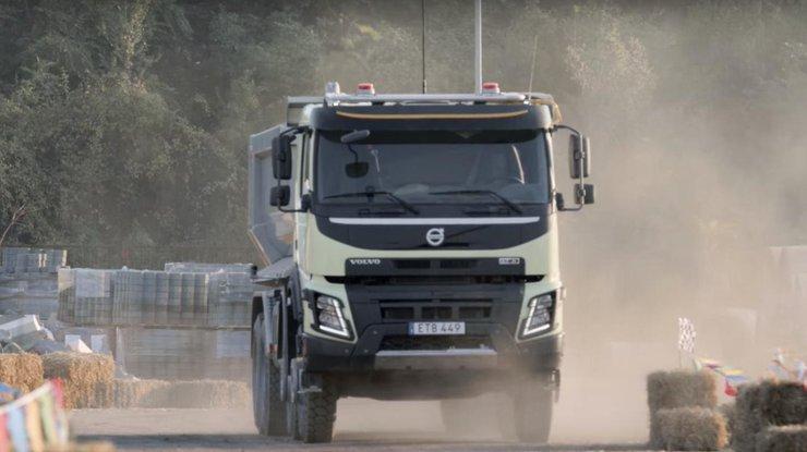 18-tonnyj-samosvalom-fmx-volvo_rect_ae68