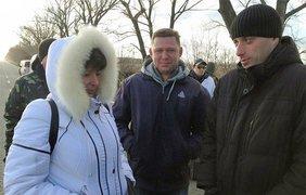 Процесс освободжения заключенных из колонии в Енакиево