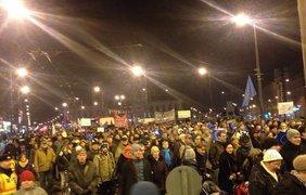 Митинговать против визита Путина вышло около 4 тысяч человек. Фото Твиттер/@Segozavr