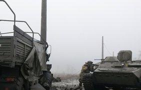 Украинские артиллеристы бьют по террористам на местах хранения, ремонта боевой техники 3