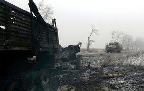 Украинские артиллеристы бьют по террористам на местах хранения, ремонта боевой техники 4