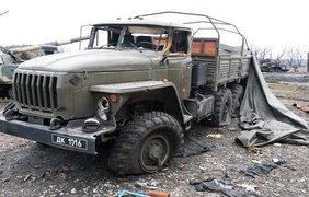 Украинские артиллеристы бьют по террористам на местах хранения, ремонта боевой техники 6