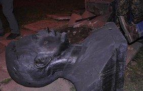 В городе разрушили памятники Артему, Феликсу Дзержинскому и Карлу Либкнехту 1
