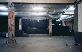 Даниэль Шульц и Андре Гиземанн фотографируют ночные клубы после дискотек