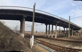 Бомбу спрятали возле железной дороги