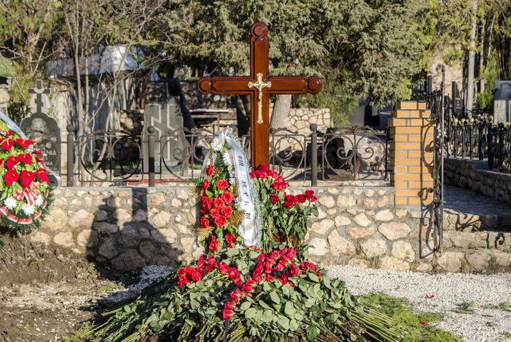 могила Виктора Януковича