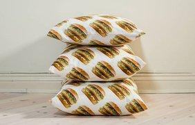 Макдональдс выпустил линию товаров с гамбургерами