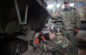 В Донецке полным ходом идет ремонт бронетехники
