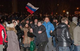 Год назад Донецк разделился на два лагеря. Фото Алексей Сокун
