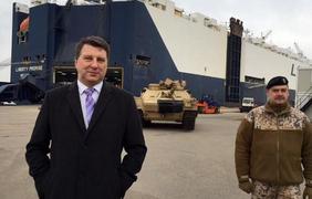 Танки из США прибыли в Латвию. Фото @USEmbassyRiga