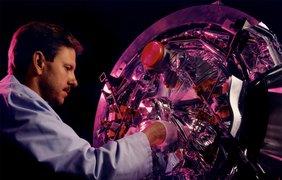 Компоновка из сверхпроводящих резонаторов в лаборатории Джефферсона