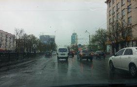 В Киеве из-за снега в апреле на дорогах образовались пробки